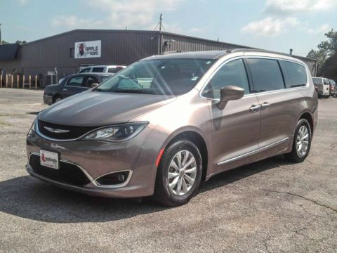 Pre-Owned 2017 Chrysler Pacifica Touring-L Front Wheel Drive Minivan/Van